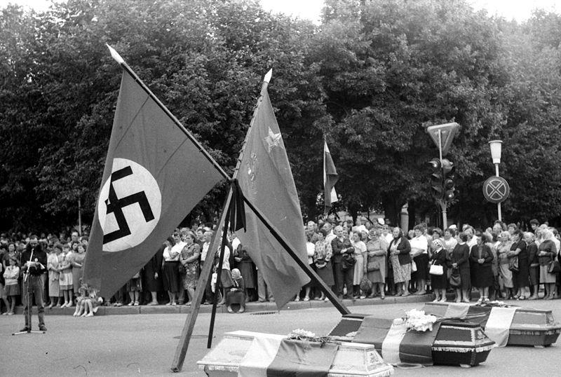 File:1989 08 23Šiauliai1Baltijos kelias.jpg