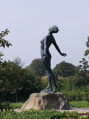 Nena von Schlebrügge - Statue of Birgit Holmquist