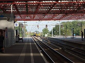 Almere Centrum railway station - Image: 2014 10 03 16 08 22 RX100 4382 Bf Almere Centrum Ijsselmeerlinie