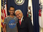 2015 US Congressman Mike Honda with student Ahmed Mohamed 01.jpg