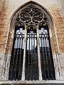 2016-Maastricht, St-Servaasbasiliek, Pandhof, oostelijke kloostergang, raam 6.jpg