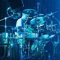 2157 - Pittsburgh - Mellon Arena - Genesis - Drum Duet (Chester Thompson crop).JPG