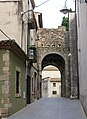 361 Carrer de la Sabateria i portal del Comte (Peralada).JPG