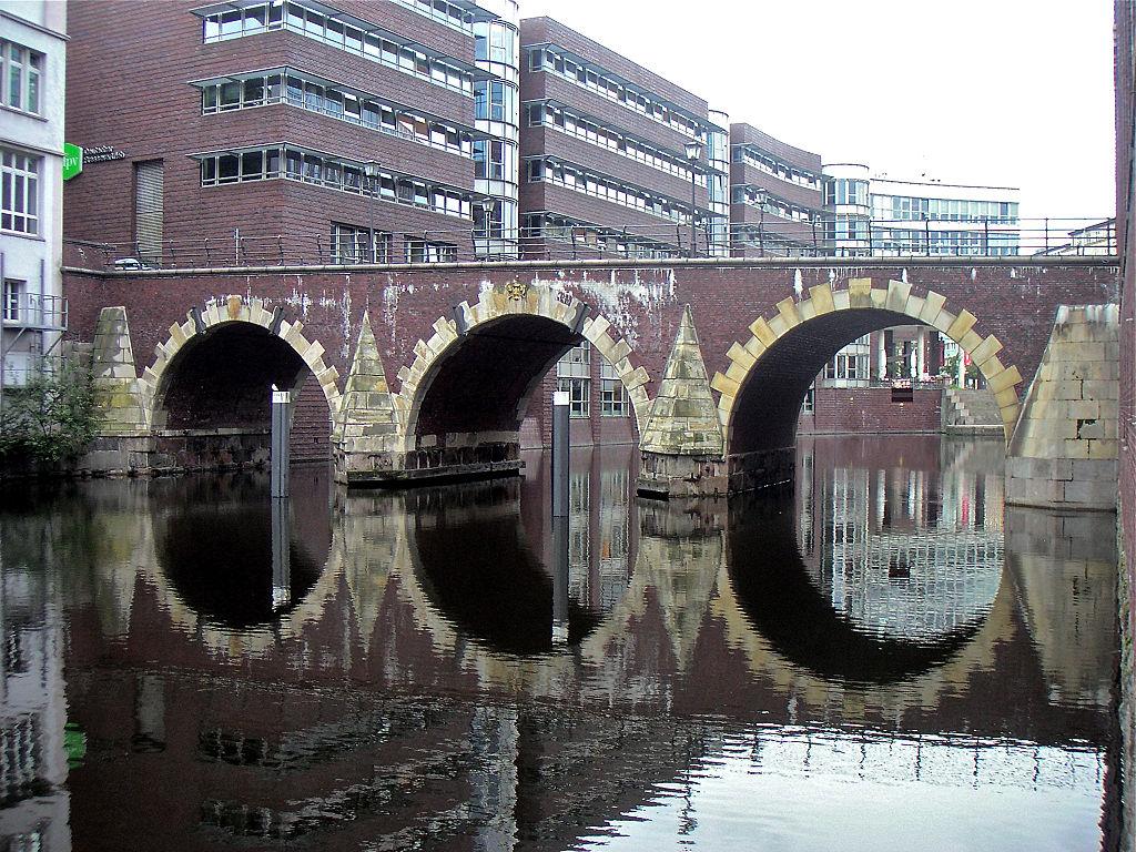 Puente Ellerntorsbruecke, Hamburgo (Alemania).