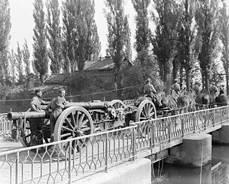 BL 60-pounder gun - Gun on Mk I carriage being towed in Flanders, August 1918