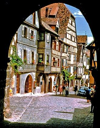 Haut-Rhin - Image: 67 Riquewihr arcade