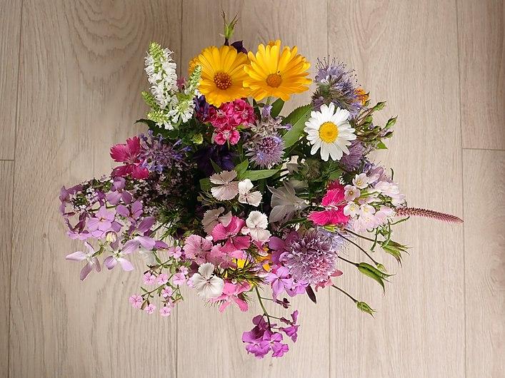 A bouquet of garden flowers 2020-06-07 9398.jpg