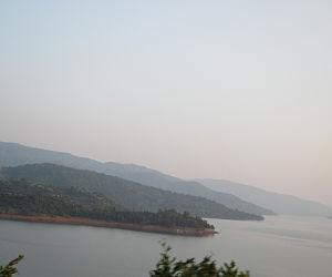 Satara (city) - A view of Narayan Maharaj Math from Shembdi Vaghali-Bamnoli Road