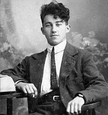 Sin aliento Mareo Peave  Adolf Dassler - Wikipedia, la enciclopedia libre