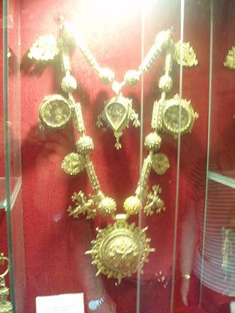Maragatería - Traditional adorments of a Maragata