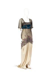 Aftonklänning. Foto till boken: Ett sekel av dräkt och mode ur de Hallwylska samlingarna - Hallwylska museet - 89365