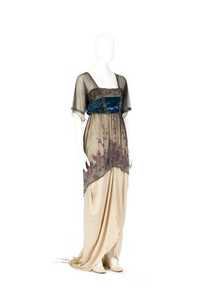 File:Aftonklänning. Foto till boken: Ett sekel av dräkt och mode ur de Hallwylska samlingarna - Hallwylska museet - 89365.tif