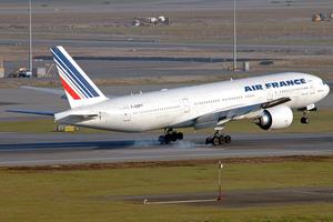 Air France Boeing 777-200ER F-GSPT HKG 2006-12-17.png