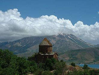 Armenia–Turkey relations - Image: Akdamar and mountain