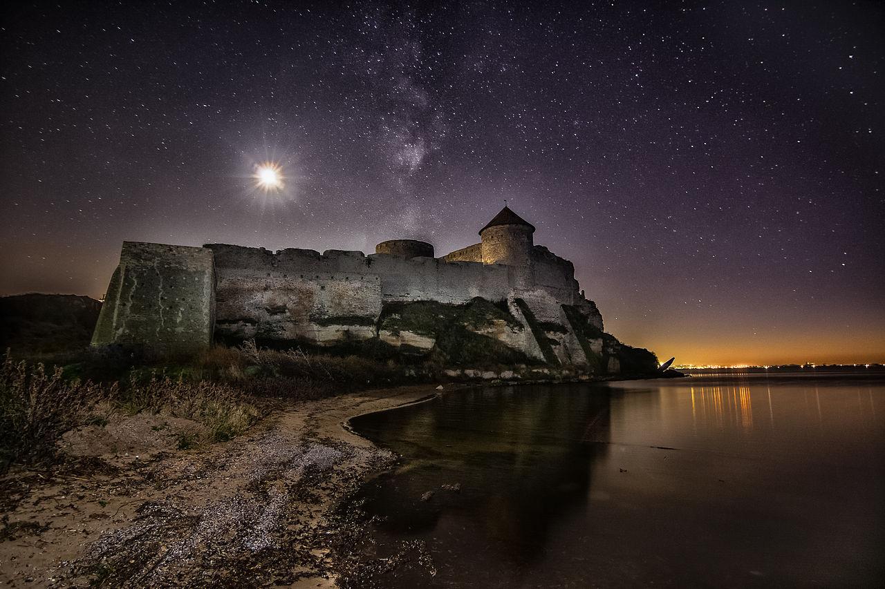 Аккерманська фортеця в місячному сяйві