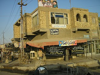 Al Kifl - Vendors line the main road through Kifl.