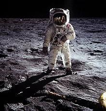 moon shot - Wiktionary