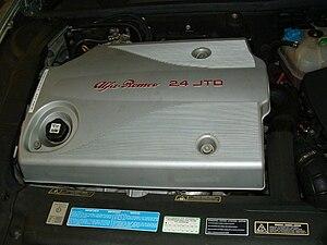 JTD engine - Engine cover of Alfa Romeo 166 2.4 JTD