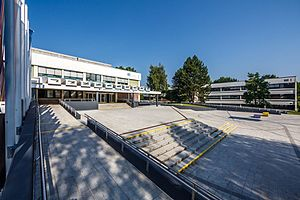 Alpen-Adria-Universität Klagenfurt - Main entrance (and view of the North Wing across the forecourt)