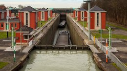 Datei:Anderten lock locking time lapse animation Anderten Hannover Germany.webm