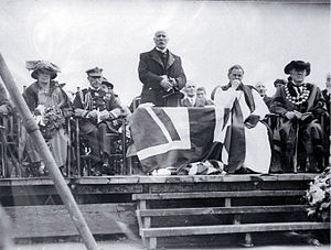 Bridge of Remembrance - Dignitaries at the opening (from left): Lady Jellicoe, Governor-General Viscount Jellicoe, Andrew Anderson, Bishop Churchill Julius and Mayor Henry Thacker