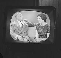 Anneke Beekman en Louis Frequin op de TV, Bestanddeelnr 913-2475.jpg