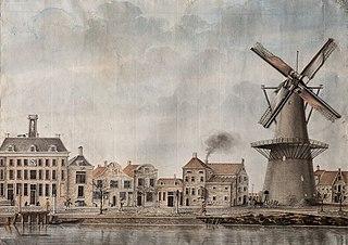 Gezicht op de Achterhaven te Delfshaven met molen De Waakzaamheid, met mechaniek
