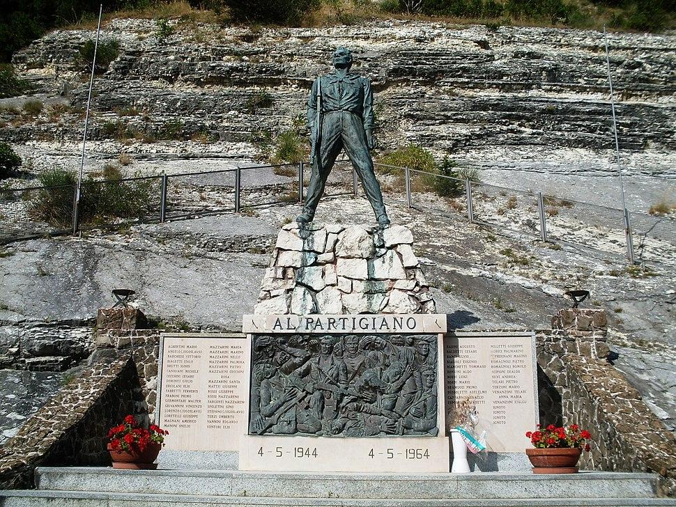 Arcevia monumento al partigiano