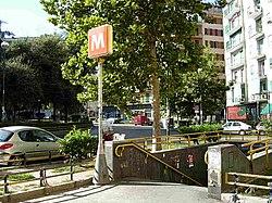 Piazza Medaglie d'Oro, fermata della metropolitana.