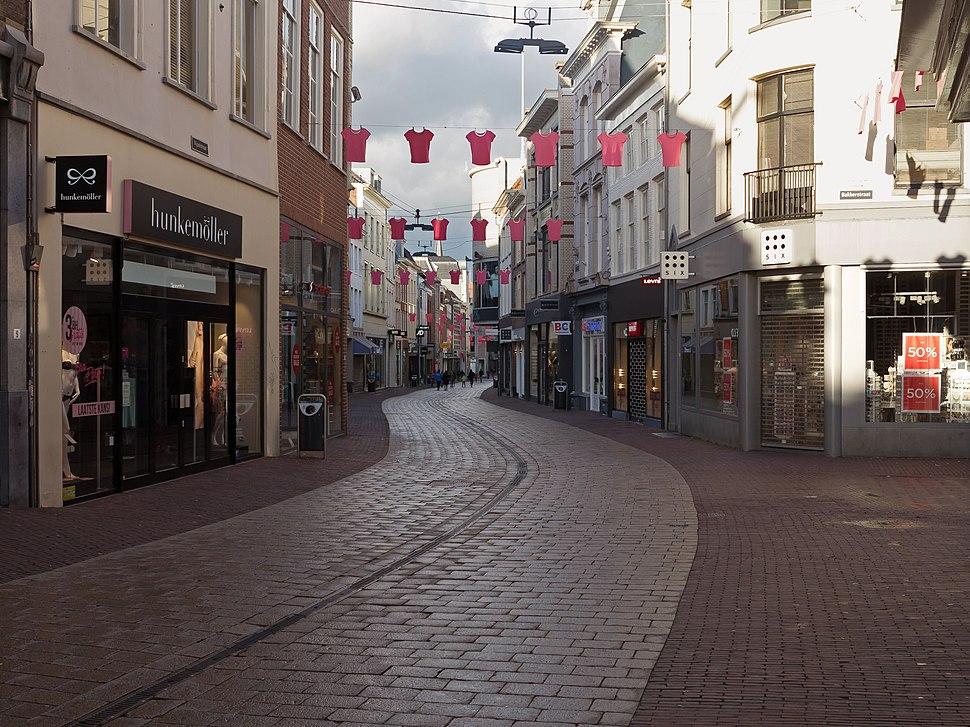 Arnhem, straatzicht de Vijzelstraat voor Giro d'Italia positie2 foto5 2016-04-17 19.13