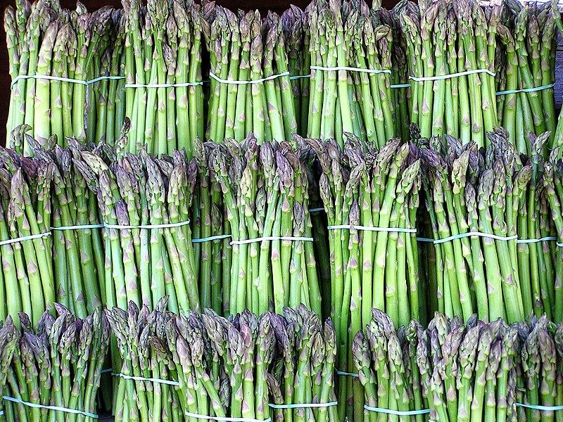 Ματσάκια από πράσινα σπαράγγια - φωτο (C) Muffet