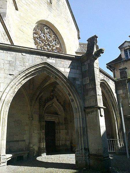 File:Aveyron Villefranche De Rouergue Ancienne Chartreuse Saint-Sauveur Chapelle Le Porche Portail 29052012 - panoramio.jpg