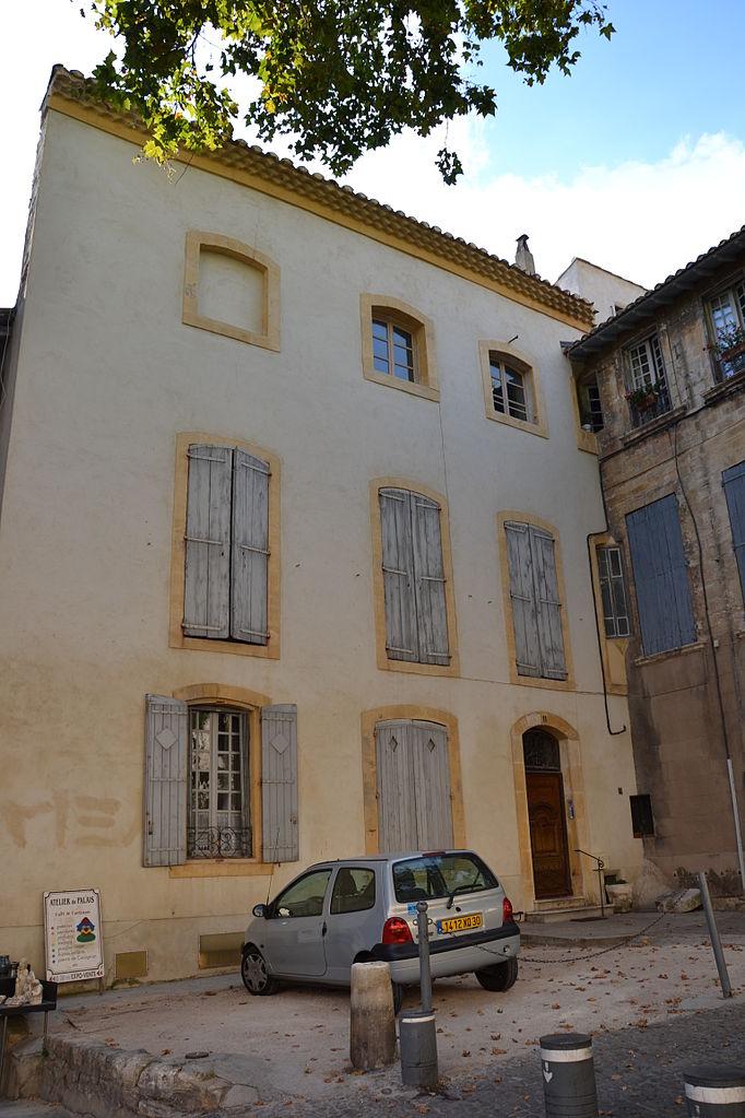 File avignon maisons et tour de mirault 3 jpg wikimedia commons for Simulation peinture maison avignon