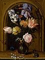Balthasar van der Ast Blumenstilleben in einer Glasvase vor einer Nische.jpg