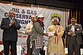 Bandaru Dattatreya distributing prizes to the winners of painting competition at the Oil & Gas Conservation Fortnight-2015, in Hyderabad on January 17, 2015.jpg