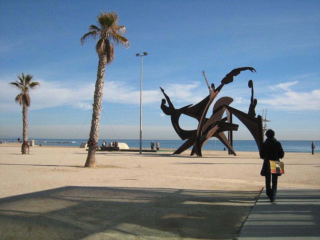 Oeuvre d'art sur la plage de Barcelone à Barceloneta. Photo de E.mil.mil