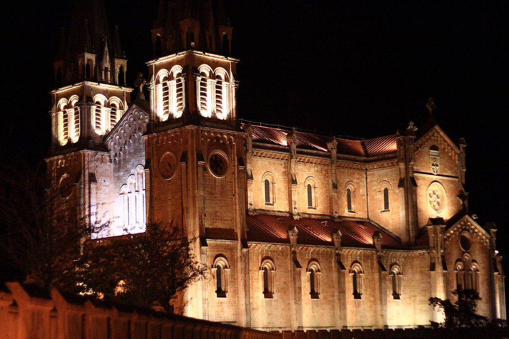 Basilica covadonga noche 02.jpg