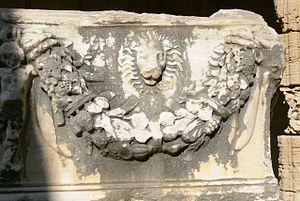 Festoon - Image: Bellapais Kloster Römischer Sarkophag 1