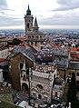 Bergamo Campanone Blick auf die Basilica di Santa Maria Maggiore & Cappella Colleoni 1.jpg