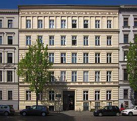 datei berlin kreuzberg nostitzstrasse 20 mietshaus mit wikipedia. Black Bedroom Furniture Sets. Home Design Ideas