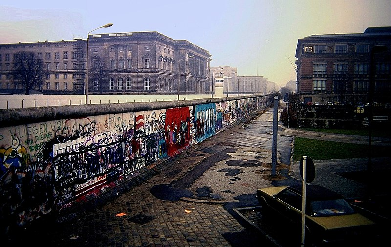 File:Berlin Wall, Niederkirchnerstraße, Berlin 1988.JPG