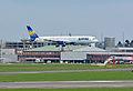Boeing 757-330 (D-ABOB) 04.jpg
