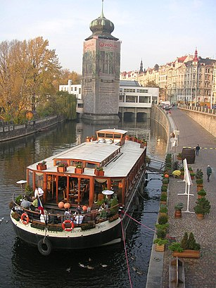 How to get to Botel Matylda with public transit - About the place
