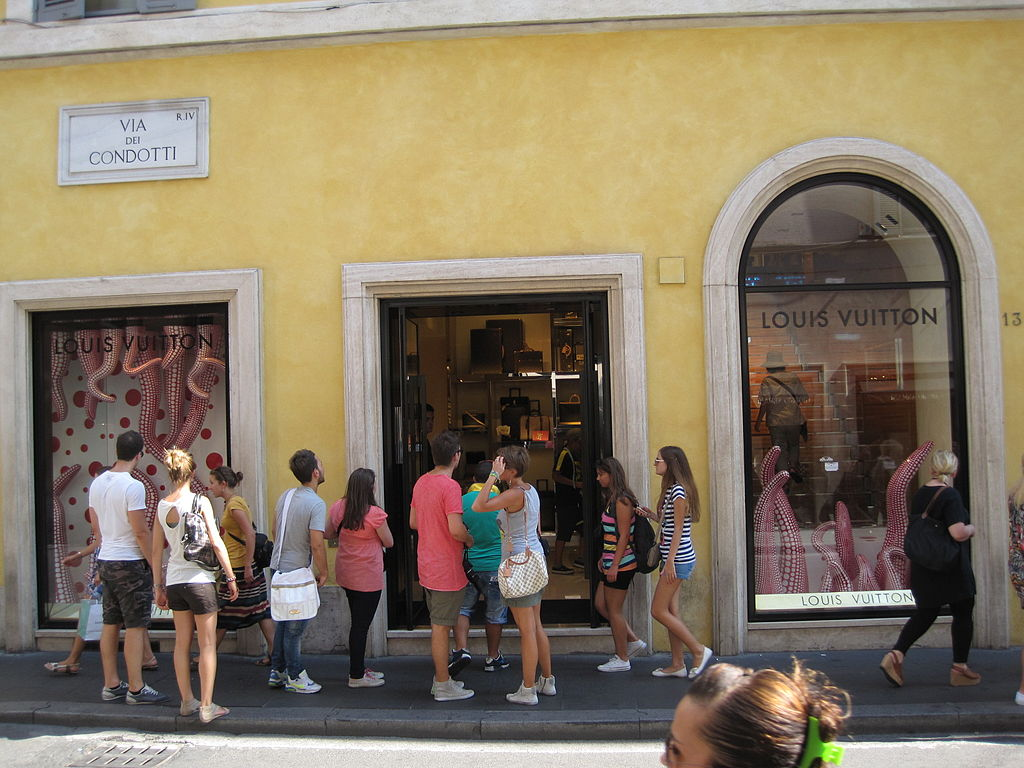 File boutique luxe rome 0019 jpg wikimedia commons for Boutique rome