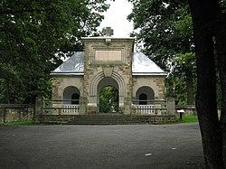 Brama cmentarza nr 91 w gorlicach.JPG