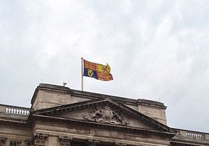 Royal Standard of the United Kingdom - Image: Buckingham Palace Royal Standard