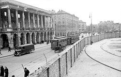 Bundesarchiv Bild 101I-134-0791-29A, Polen, Ghetto Warschau, Ghettomauer.jpg