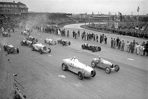 AVUS - Start of the 1932 race, with Manfred von Brauchitsch in front