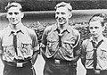 Bundesarchiv Bild 146-1973-060-55, Hitlerjungen mit Auszeichnungen.jpg