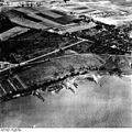 Bundesarchiv Bild 195-0845, Rheinbefliegung, Dormagen - Zons.jpg